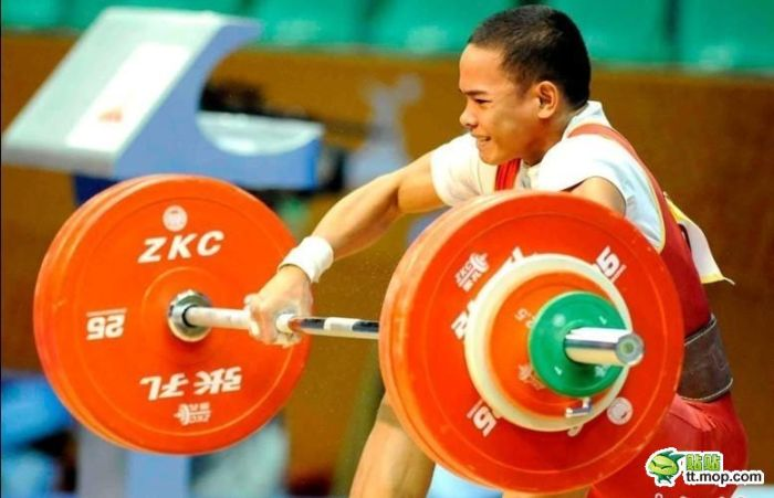 Тяжелая атлетика - это больно (12 фото)