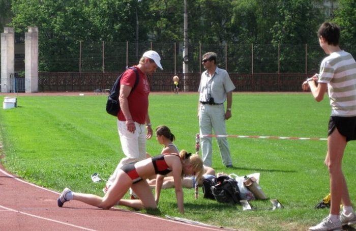 Девушка после забега (4 фото)