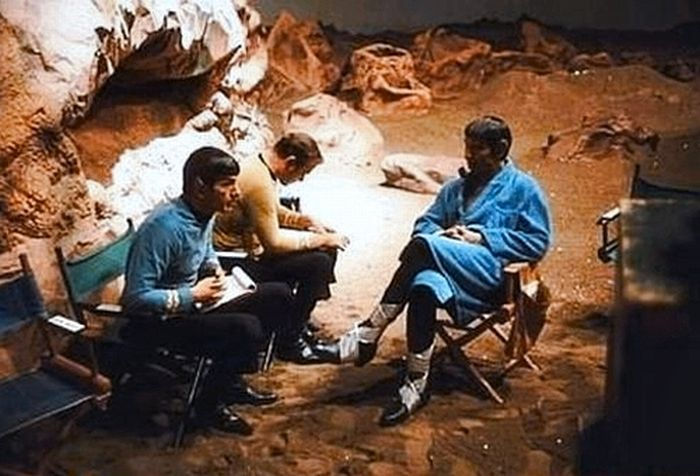 """Фотографии со съемок фильмов серии """"Звездный Путь"""" (121 фото)"""