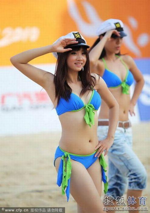 Азиатские девушки из групп поддержки (18 фото)
