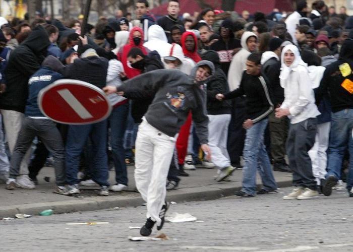 Дети в акциях протеста (34 фото)