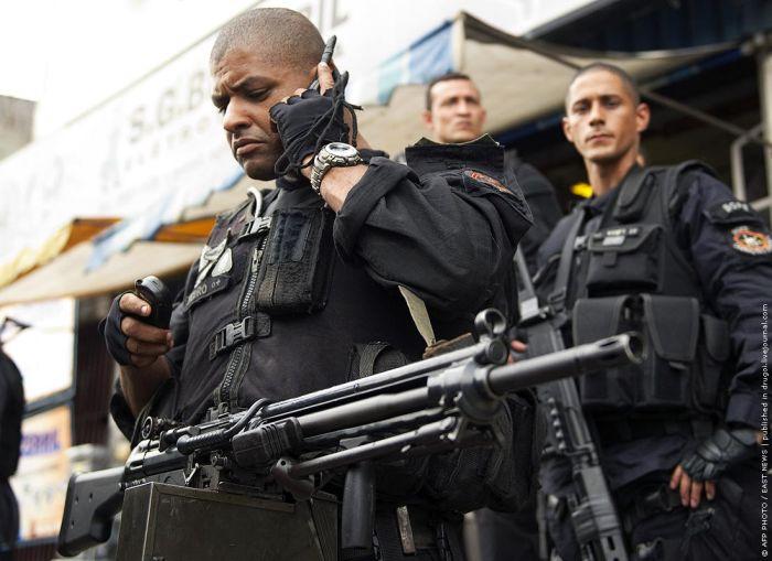 Война в трущобах Рио-де-Жанейро (19 фото)