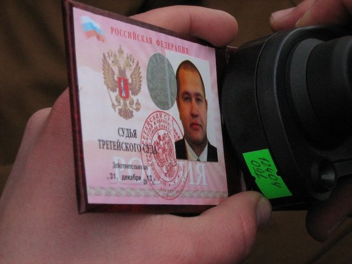 ФСБ начала войну с владельцами незаконных удостоверений (28 фото)
