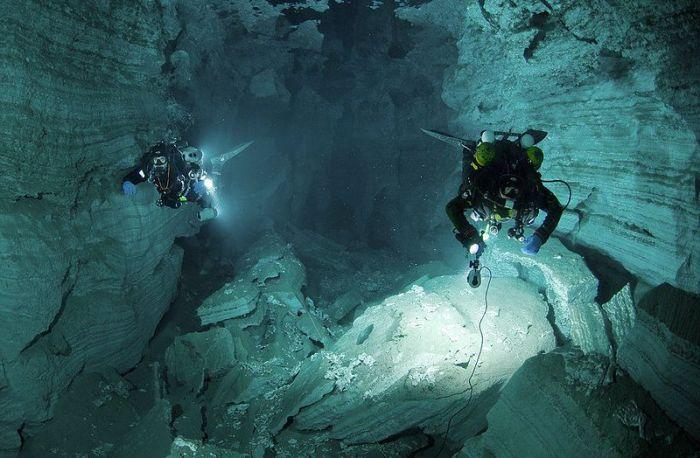 Подводные пещеры (23 фото)