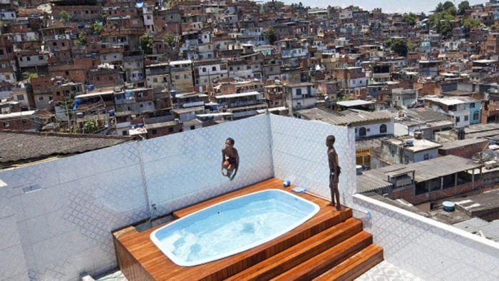 Дом наркобарона в трущобах Рио-де-Жанейро (10 фото)