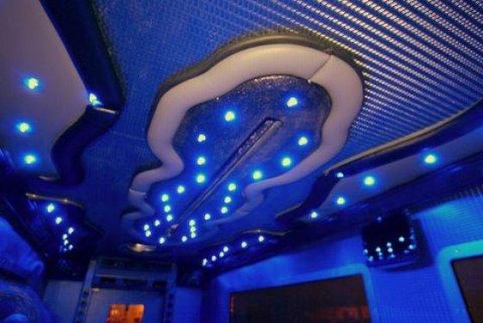 Ночной клуб на колесах (12 фото)