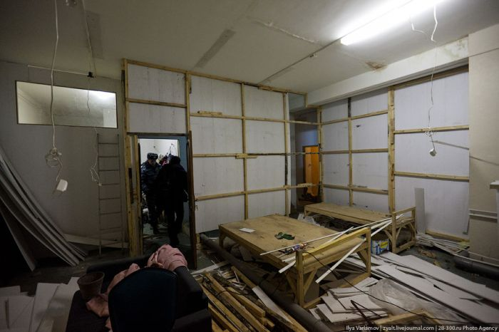 Облава на общежития в Москве, в которых живут китайцы и вьетнамцы (58 фото)