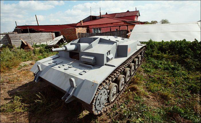 Танкодром в огороде (14 фото)