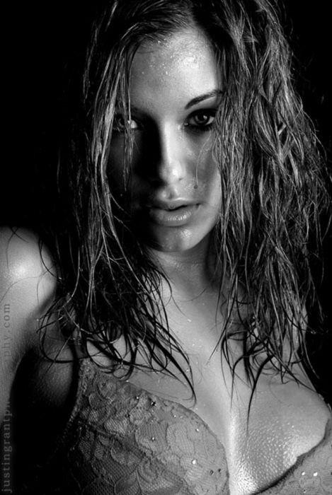 Очень красивые черно-белые портреты женщин (40 фото)