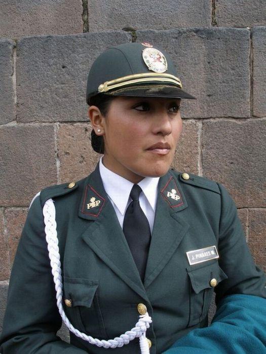 Женщины-полицейские из разных стран (53 фото)