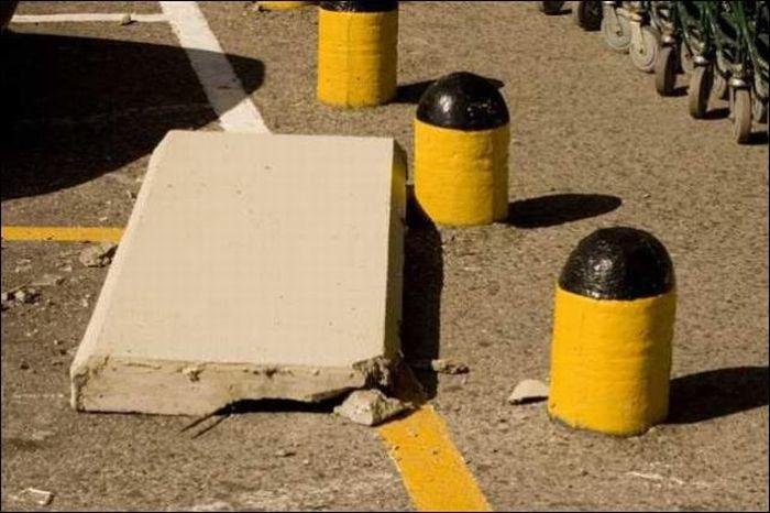 Бетонная плита уничтожила машину (5 фото)