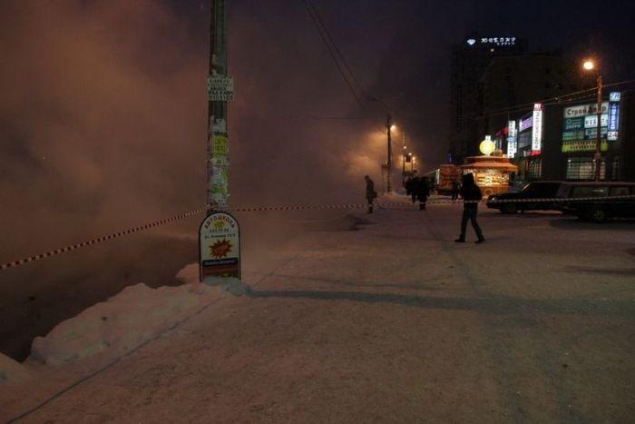 Прорыв трубы в Питере (28 фото)