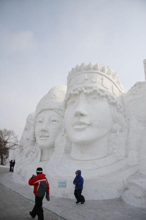 Красивые скульптуры из снега (53 фото)