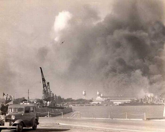 Неизвестные фотографии атаки на Перл-Харбор (14 фото)