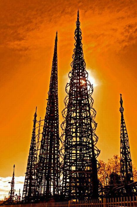 Башни, построенные из-за одиночества (30 фото)