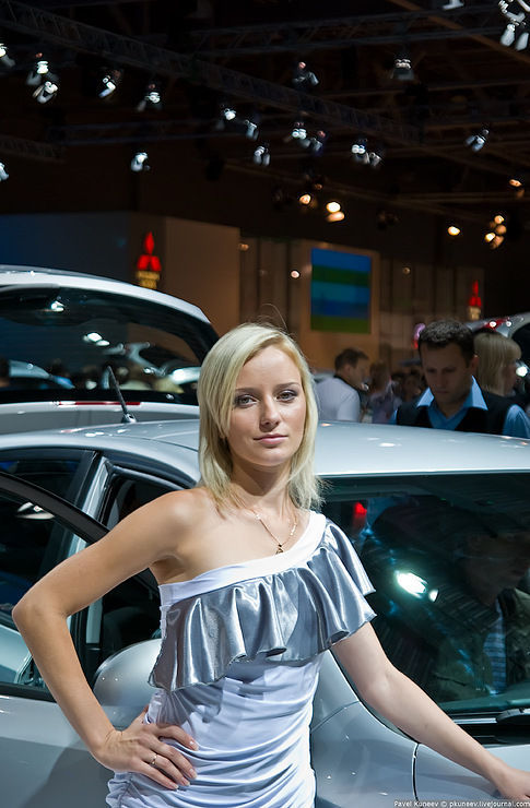 Девушки Московского международного автосалона (43 фото)