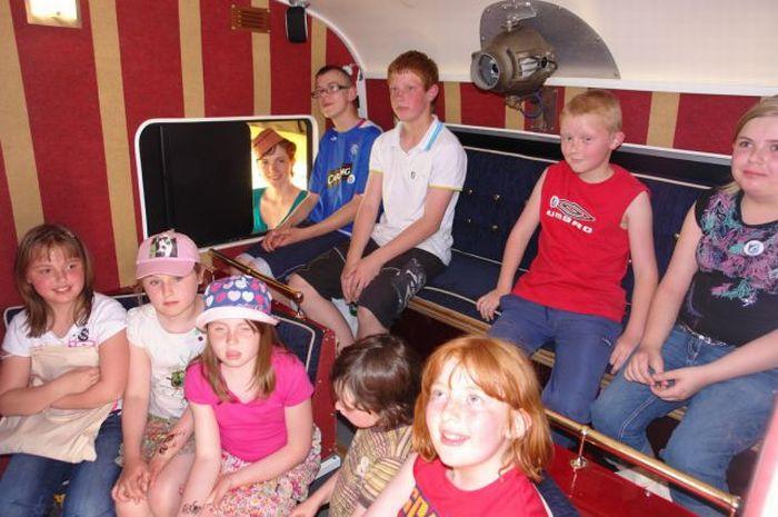 Мини-кинотеатр на колесах (25 фото)
