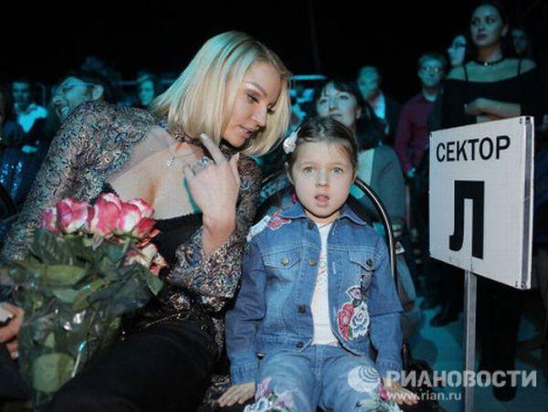 Знаменитые мамы и их дети (16 фото)