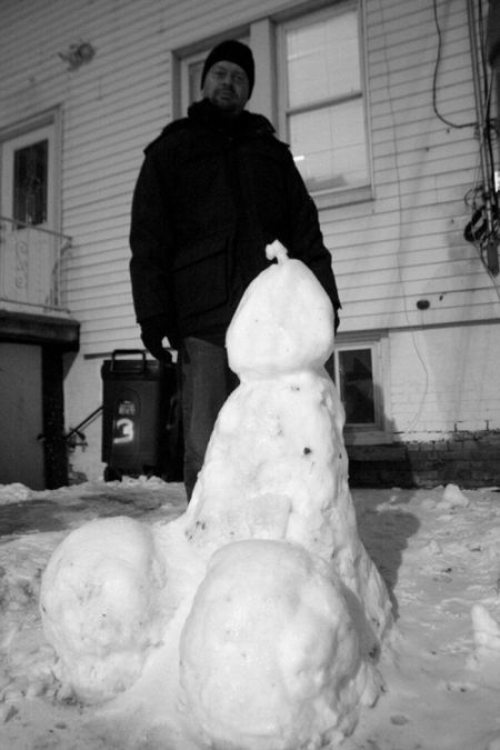 People, poses with members of snow (30 photos)
