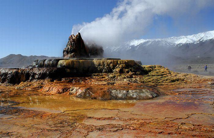 Красивый гейзер в Неваде (16 фото)