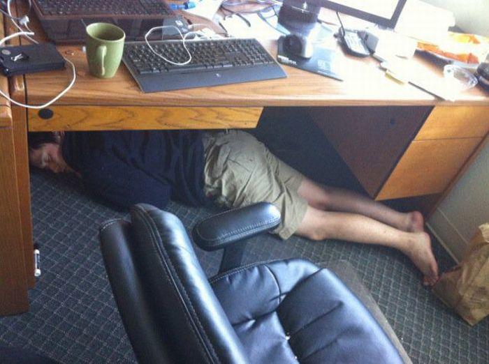Прикольные фото спящих людей на работе