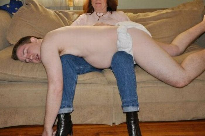 Мама и сын (2 фото)