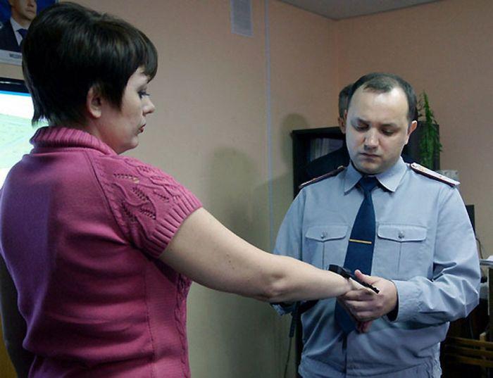 Электронные браслеты для заключенных (9 фото)