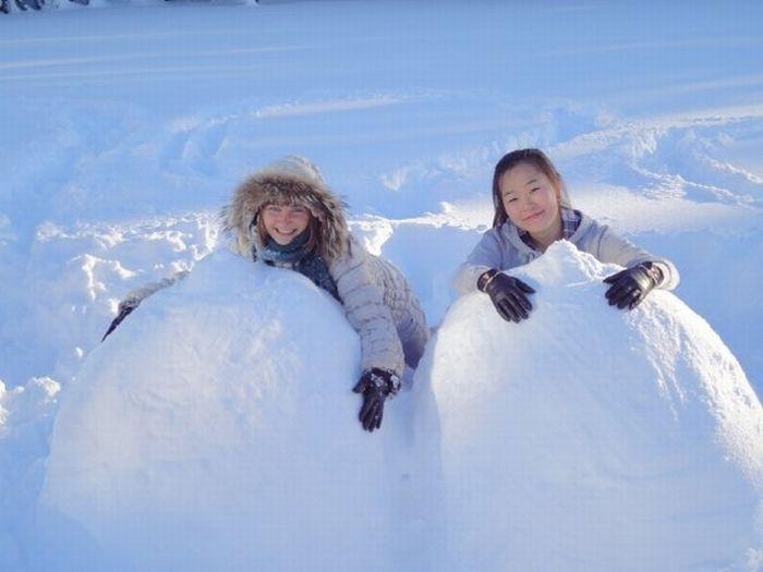 Сиськи из снега (40 фото)