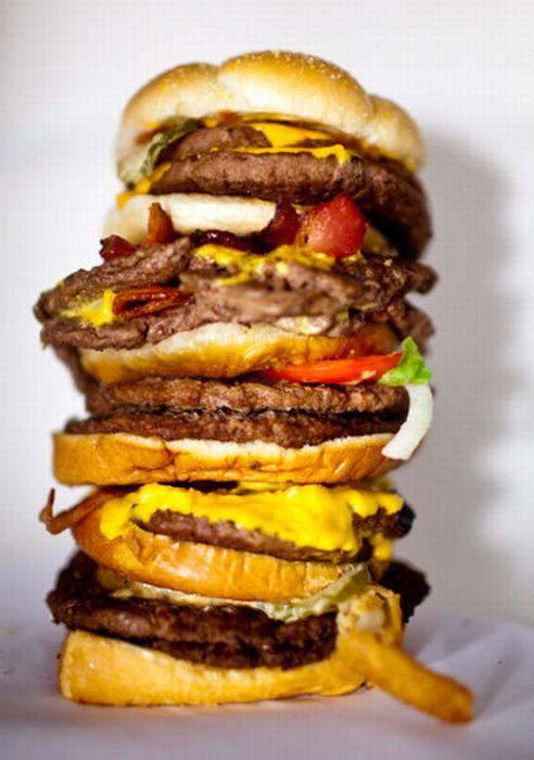 Бургеры в меню и в реальности (13 фото)