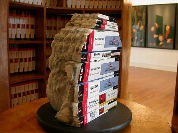 Скульптуры из книг (9 фото)