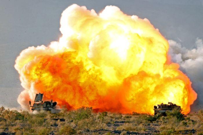Выстрелы и взрывы (16 фото)