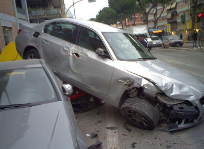Припарковал Ferrari (3 фото)