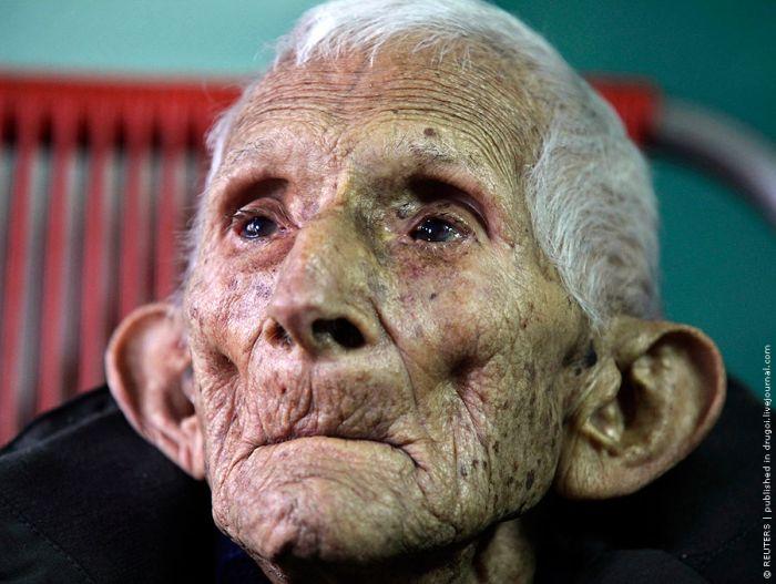 111-летний человек (7 фото)