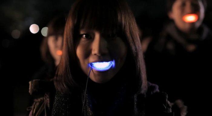 Светящиеся улыбки (5 фото + видео)