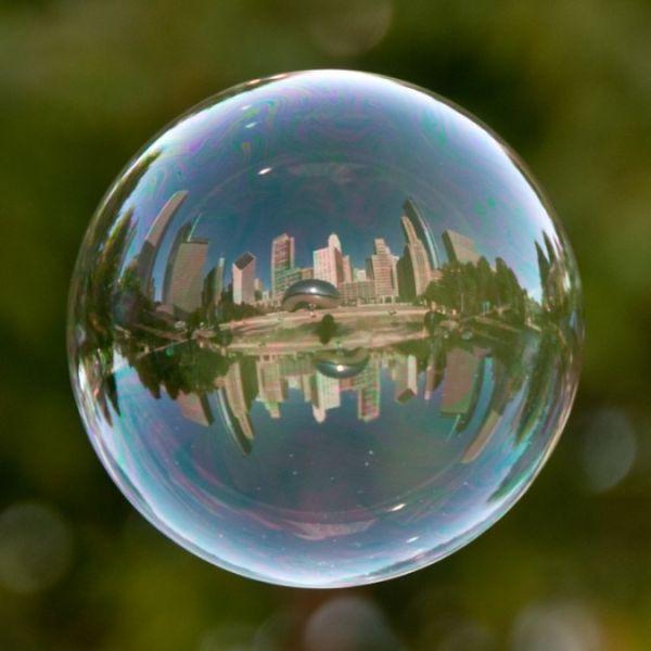 Известные места в отражении мыльных пузырей (10 фото)