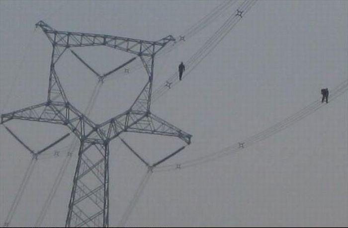 На высоте под высоким напряжением (10 фото)