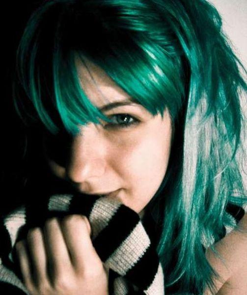 Девушки с кислотным цветом волос (25 фото)