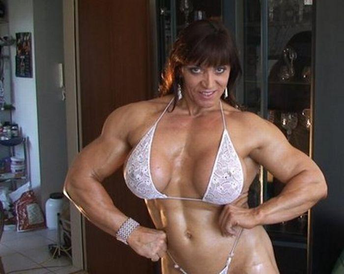 Девушка с мускулистыми ногами фото
