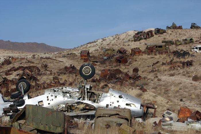 Кладбище военной техники (6 фото)