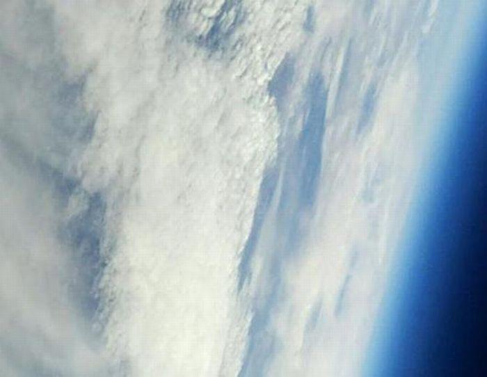 Бумажный самолет, который взлетел высоко-высоко (11 фото)