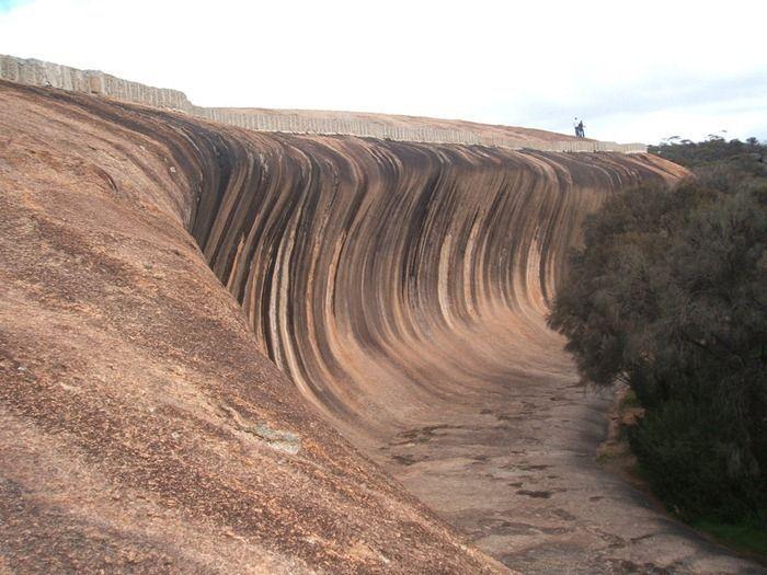 Скала в форме волны (5 фото)