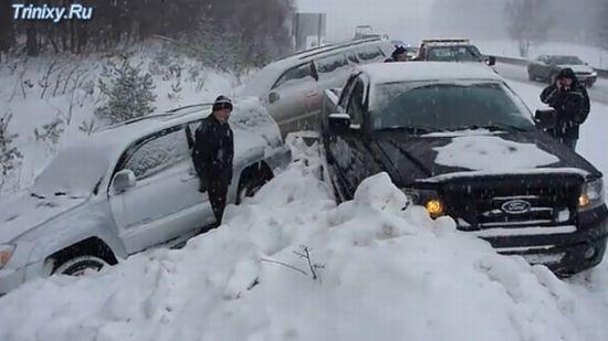 Удивительная поза машины после аварии (3.2 мб)