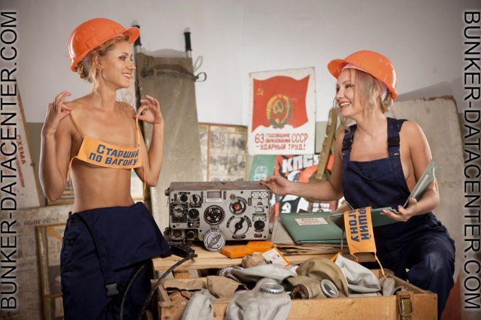 Девушки строят дата-центер (12 фото)