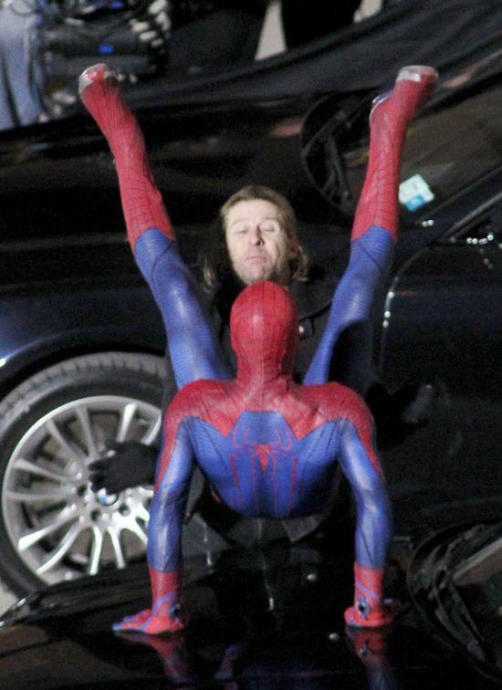 Почему грустит человек паук? (5 фото)