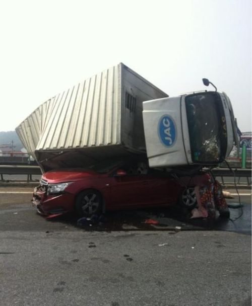 Жуткая авария (8 фото)
