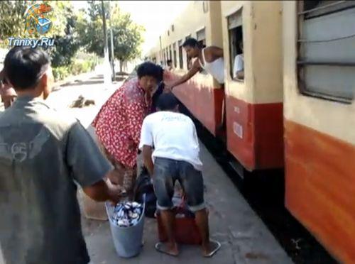 Как садятся на поезд в Бирме (5.3 мб)