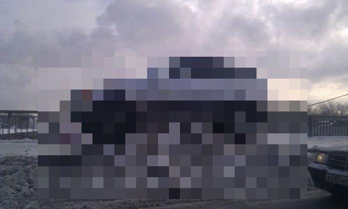 BMW на постаменте (3 фото)