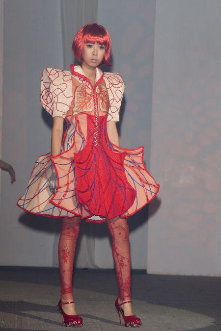 Платья для любителей анатомии (5 фото)