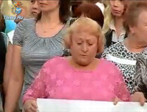 Потеряла зуб во время демонстрации (1.1 мб)