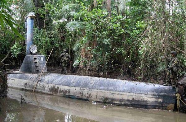 Самодельная подводная лодка наркомафии (5 фото)